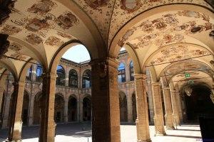 1-bologna-palazzo-dellarchiginnasio-cortile